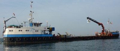 Self-propelled dive-support crane work barge, 2009, Ref C3770